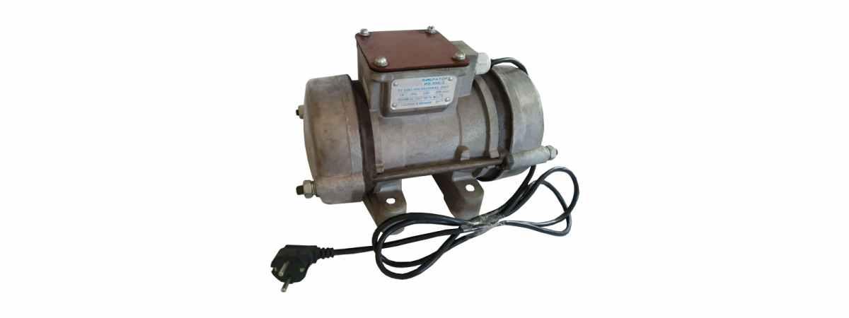 Вибратор площадочный ИВ-99 Е Чугун 220 в Мощность 0.5 кВт Вес 13 кг